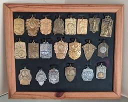 Instagram ?<br>#nido_antiguidades<br>Lindo quadro de medalhas Antigas em perfeito estado