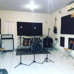 Locação de som, equipamentos musicais e instrumentos
