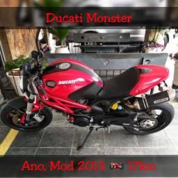 Moto Ducati Monster 796