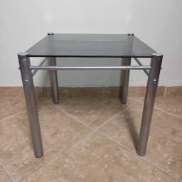 Mesa de centro com tampo de vidro usada