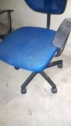 Cadeira  giratória azul usada com rodas boas e baixo preço só R$45,00