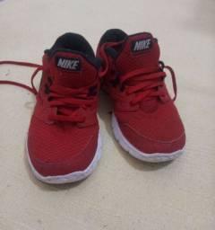 Tênis Nike Tam.33
