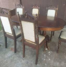 Mesa antiga de abir e fechar com 6 cadeiras antigas de madeira maciça