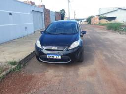 Vendo new fiesta sedan 1.6 completo.