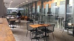 Moveis e equipamentos para cafe e restaurante
