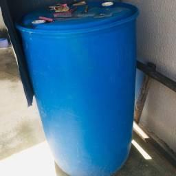Tambor de armazenar água .