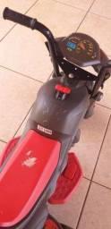 Vendo moto elétrica infantil da marca Bandeirantes