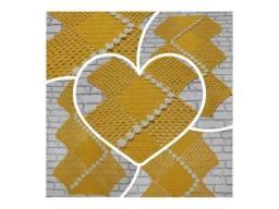Trilho de mesa corações em crochê