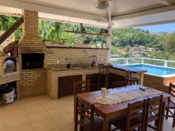 Linda casa à venda no condomínio Portogalo