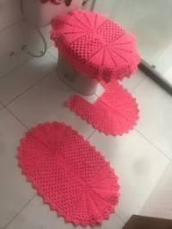 Conjunto de banheiro rosa com 3 pecas
