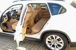 BMW X1 SDrive 18i 2.0 branca - interior caramelo - 2012