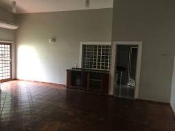 Casa em condomínio fechado, em Rio Verde. 3 Quartos, muita segurança e laser