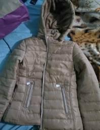 Jaqueta com capuz e acolchoada