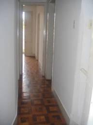 Aluga-se uma casa no 2º andar em pleno Centro da cidade