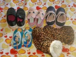 Roupas e calçados de criança menina