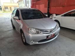 Toyota Etios Sedan 2013 1.5 XLS 1 mil de entrada Aércio Veículos hfd