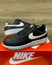 Título do anúncio: Tênis Nike Air Force One Couro