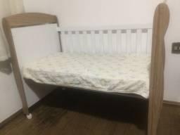 Berço com grandes removível(vira cama) e colchão