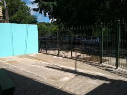 Alugo casa pra depósito fácil acesso pra caminhão e garagem pra 1 carro.