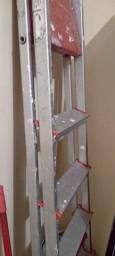 Vendo uma escada de alumínio