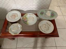 Lembranças/pratos comemorativos de Bodas de Ouro