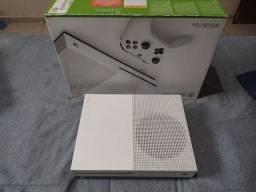 Vendo Xbox one S + acessórios
