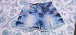 Vende-se Esse Dois Shorts Jeans