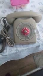 Telefone fixo antigo relíquia.