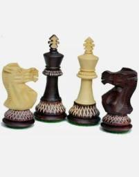 Jogo exclusivo de XADREZ esculpido a mão