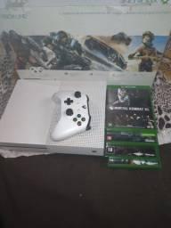 Xbox  one  com 4 jogos em CD e mais alguns na memória  tem 500 giga de memória