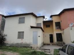 Apartamento com 02 quartos, nascente, sala, cozinha, wc social, em condomínio fechado, amb