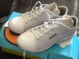 Sapato branco feminino tamanho 34 35 por 90 reias