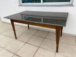 Mesa em madeira cm tampo granito