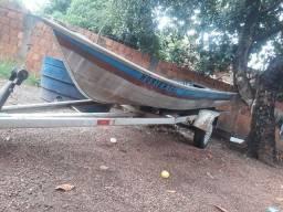 Vendo barco 7 metros bico fino com carretinha