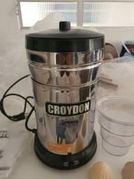 Espremedor de laranja/limão INOX bivolt novo nunca usado.