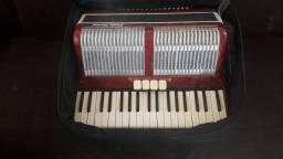 Sanfona Paolo Soprano 80bx eletrificada.