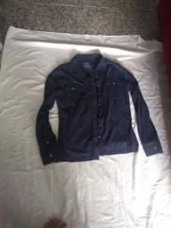 Blusa azul de manga comprida