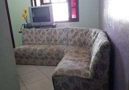 Vendo sofá, guarda roupa, berço e 2 balcões barato.