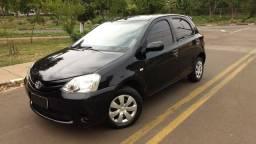Toyota Etios 1.3 xs flex completo ano 2013
