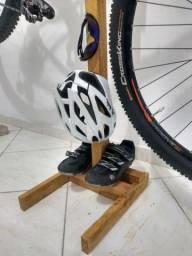 Cavalete, pedestal, suporte para manutenção e para guardar sua bike
