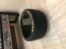 Mesa pneu fórmula 1