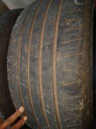 Vendo dois pneus 235/ 45R 18