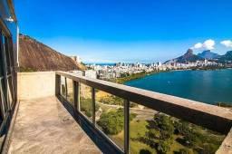 Espetacular cobertura duplex com vista privilegiada para a Lagoa.