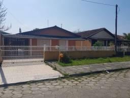 Casa com 3 quartos - c/ piscina - aluguel mensal