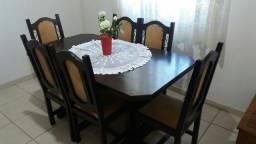 Mesa de jantar, em Magé