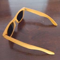óculos de bambu com lentes laranja espelhada