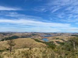 N. Terrenos cercado de represa