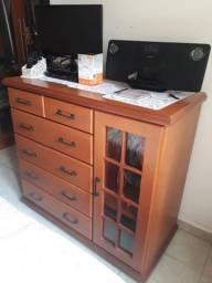 Cômoda móvel de Gramado com mini armário e cabideiro