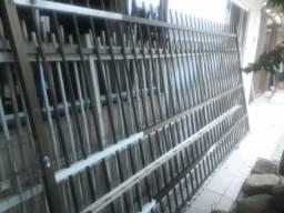 Vendo cerca alumínio 10metro de altura e mais o portão de 3meio por 1,70