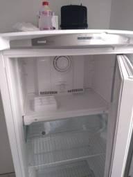 Vendo geladeira semi novo, pouco uso